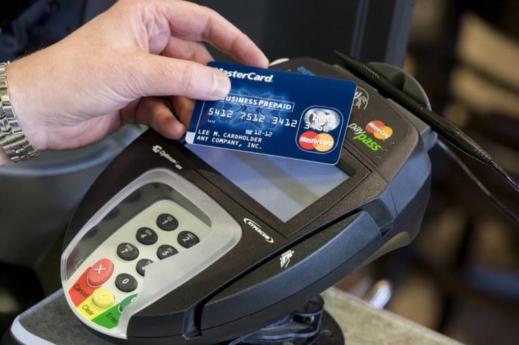 Европейцы быстрее всех осваивают бесконтактные платежи – каждая вторая транзакция совершается в одно касание